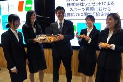 西宮市、武庫川女子大学と連携して商品開発を行います。