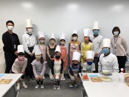 横浜DeNAベイスターズが運営するチアスクールの子供たちに、シーキューブお菓子教室を開催